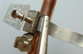 tighten earth clamp to pipe